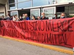 Ilva, a Genova operai in piazza per difendere il lavoro. La prima  manifestazione della Fase 2 - la Repubblica